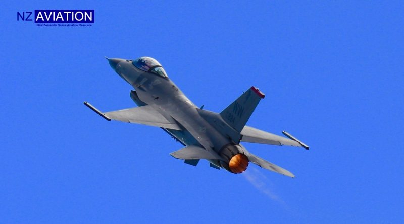 F16 Impresses at Warbirds over Wanaka.